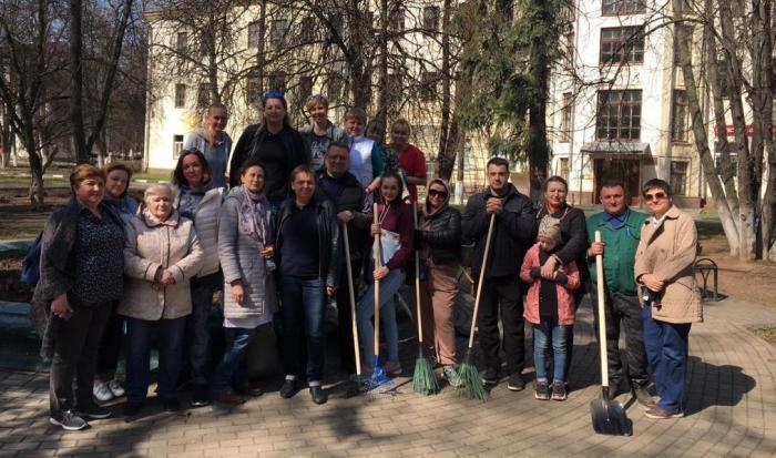 24 апреля по всей стране проходил всесоюзный субботник. Сотрудники Жуковской ГКБ приняли в этом мероприятии самое активное участие. Уборка территории и помещений проходила также и 17 апреля.