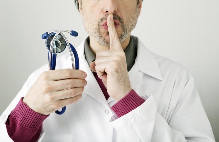 Медицинские организации обязаны хранить врачебную тайну даже после смерти пациента (ч. 2 ст. 13 Федерального закона № 323-ФЗ).