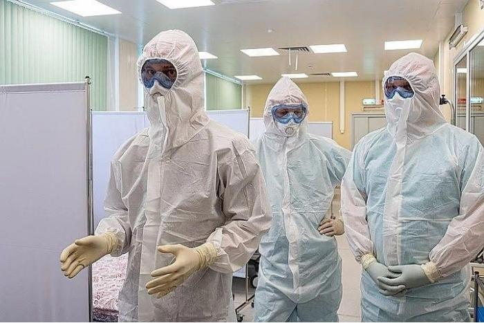 Медики Жуковского - врачи, а также средний и младший медперсонал -  получили доплаты за работу с больными коронавирусом. Премию за тяжёлые условия работы получили сотрудники первого и второго инфекционных отделений больницы, реанимации, а также бригады поликлиники, выезжающие на вызовы к больным коронавирусной инфекцией.