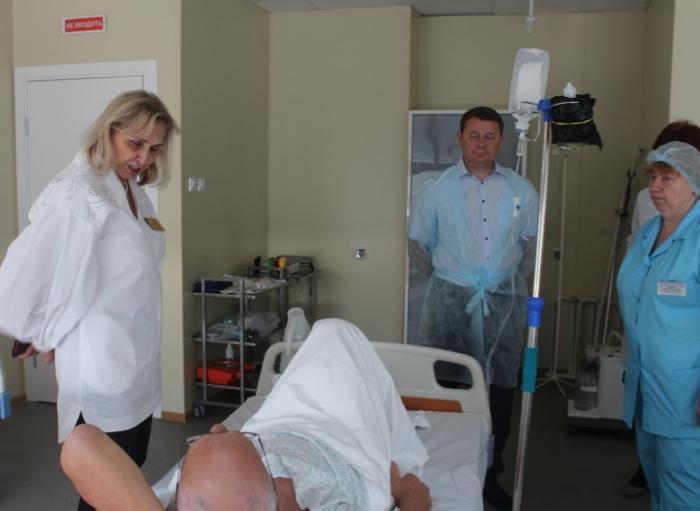 Сегодня, в пятницу, 13 сентября Глава городского округа Жуковский Юрий Прохоров совместно  главным врачом Жуковской ГКБ Лилией Бусыгиной провел осмотр отделений медицинского учреждения.