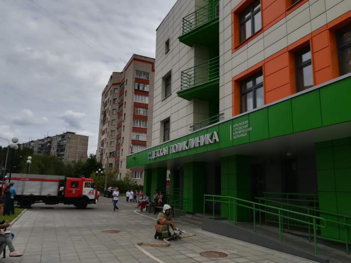 Очередные учения по пожарной безопасности прошли сегодня в Жуковской городской клинической больнице, рассказал инженер по пожарной безопасности Федор Бибиков.