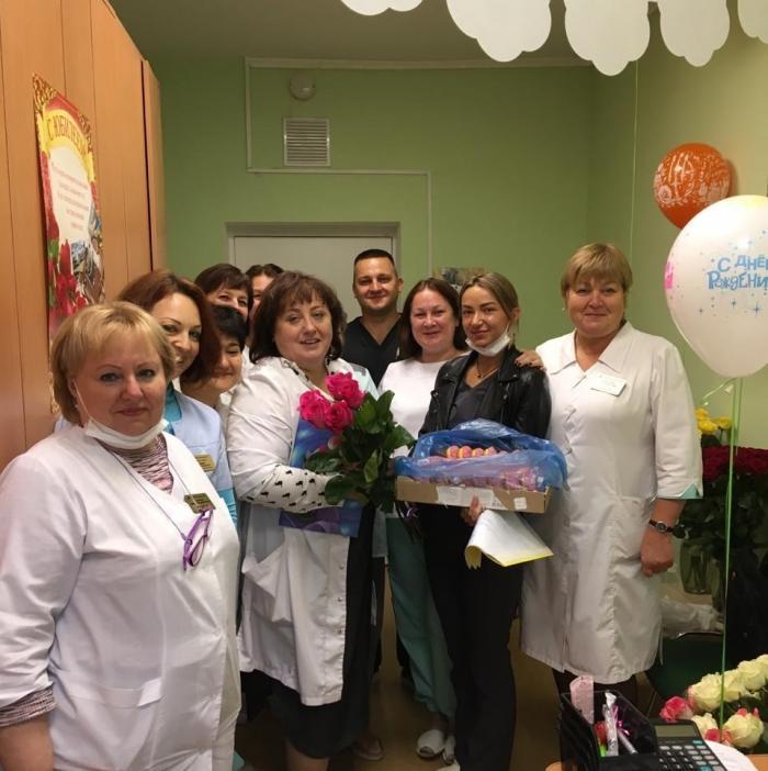 Сегодня, 13 октября 2020 года у старшей медсестры приемного отделения Жуковской ГКБ Лариной Елены Равильевны день рождения.