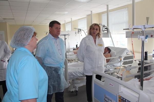 Сегодня, 13 сентября Глава городского округа Жуковский Юрий Прохоров совместно с Главным врачом Жуковской ГКБ Лилией Бусыгиной провел осмотр отделений медицинского учреждения.