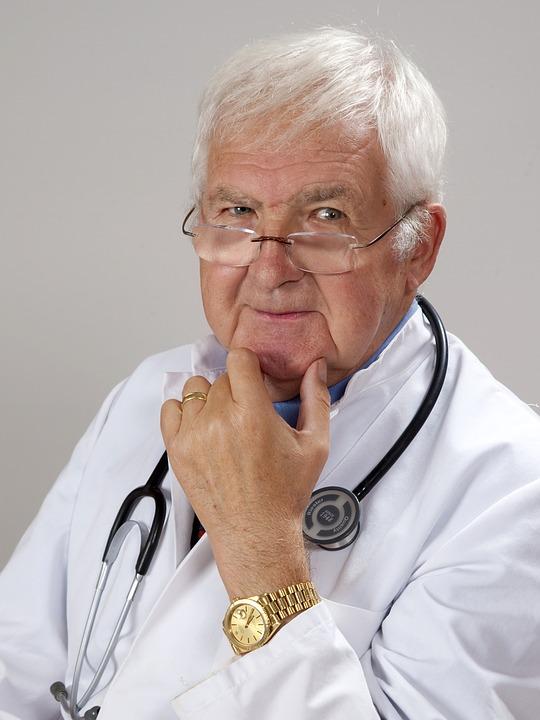 Депутаты Госдумы приняли внесённый Правительством закон о стимулирующих выплатах врачам, которые в ходе диспансеризации и профилактических осмотров выявили онкологические заболевания.